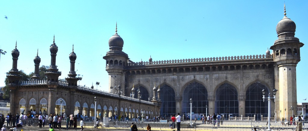 Mecca_Masjid_front_view,_Hyderabad