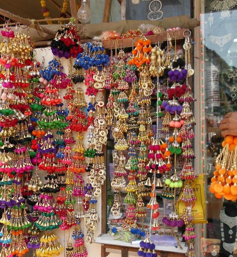 With LOVE in midst Heres a list Street Shopping in Mumbai
