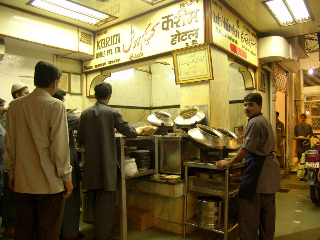 Top places to try out in Chandni Chowk if you are a foodie