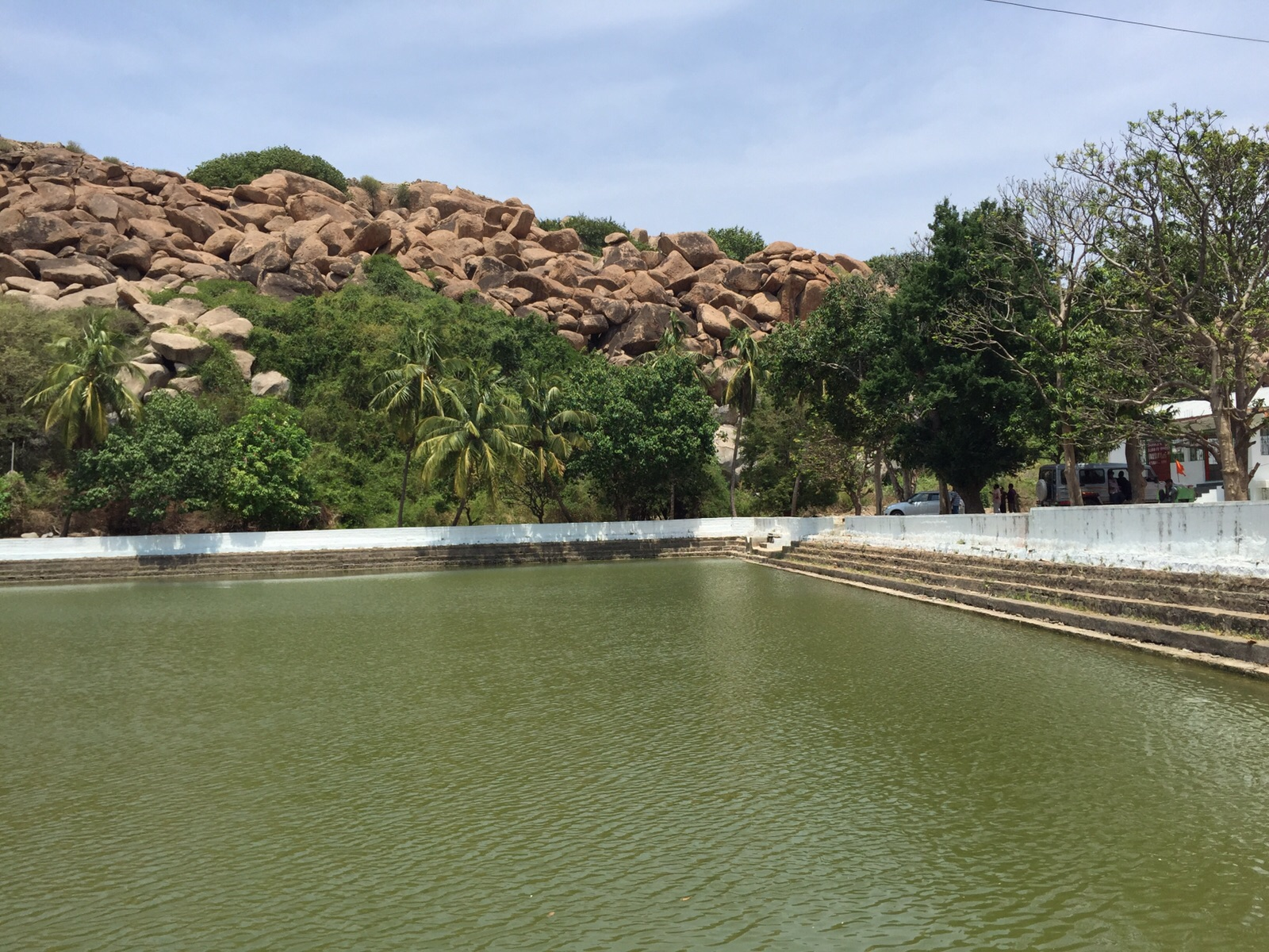 "The ""chilling"" rocks of Hampi"
