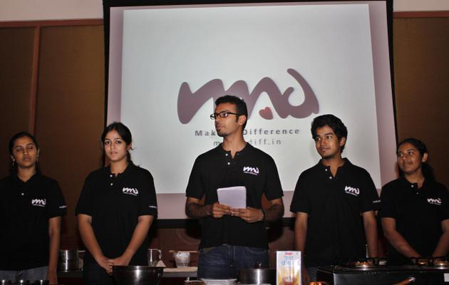 Student volunteers at MAD