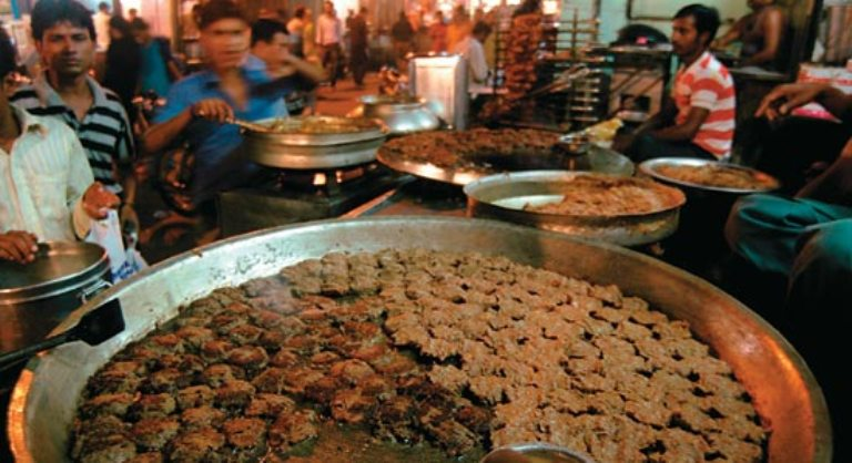 Popular Food Delicacies of Lucknow : the city of Nawabs