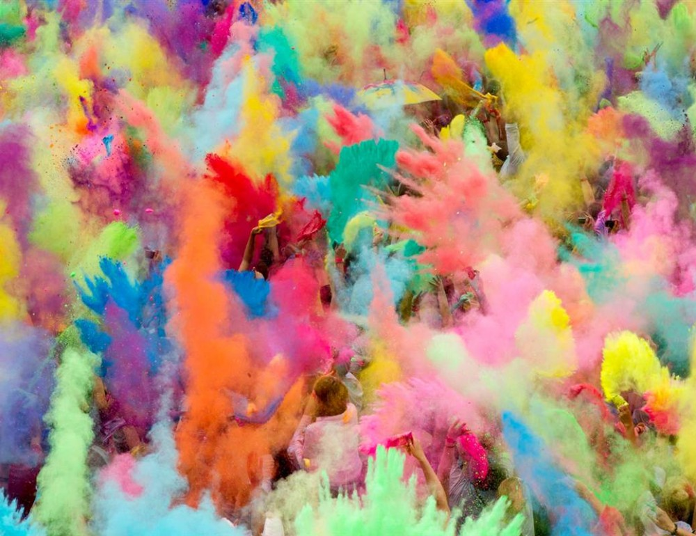 Capture such colorful spectacles! | Courtesy: « Holi » by Jonathan Bregel & Khalid Mohtaseb